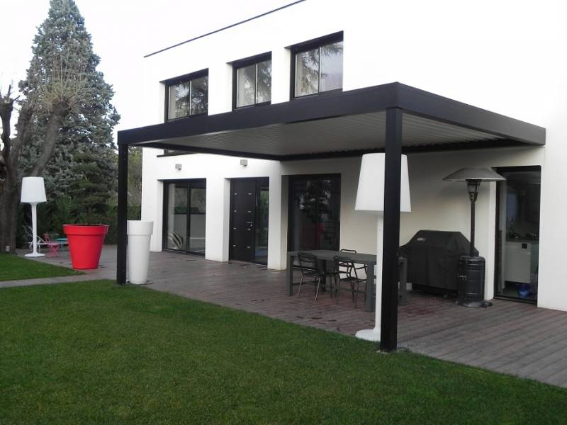 installation de pergola aluminium bioclimatique lames. Black Bedroom Furniture Sets. Home Design Ideas