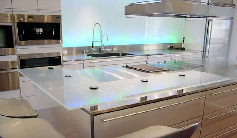 D coupe installation de plan de travail sur mesure en verre toulouse menuiseries doumenc - Plan de travail cuisine sur mesure ...