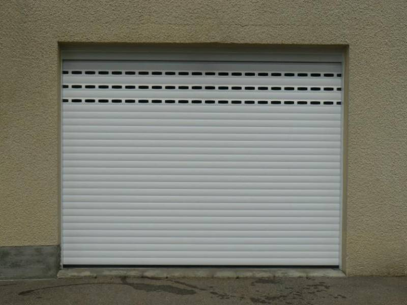 Pose de porte de garage aluminium lectrique enroulement for Installation porte de garage enroulable