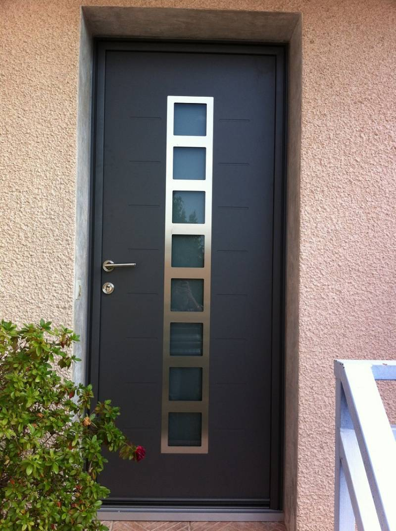 Porte d 39 entr e aluminium contemporaine sur mesure for Decoration porte aluminium