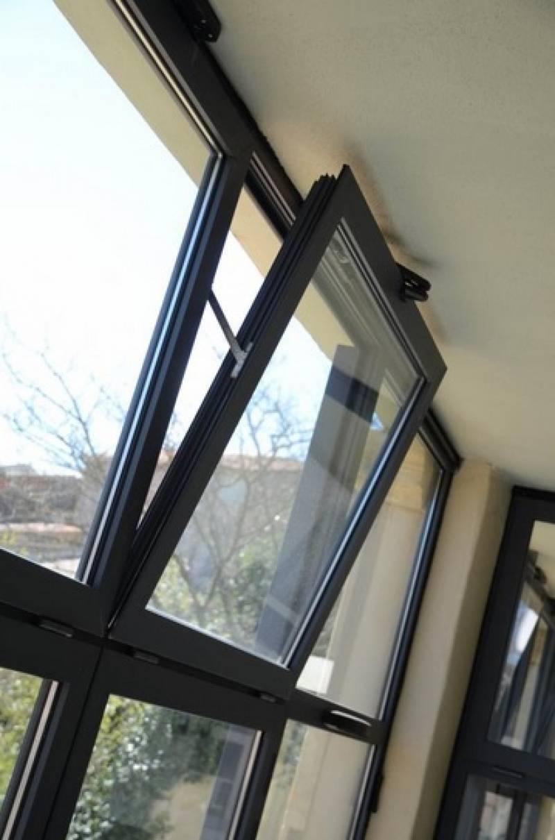 Fabricant installateur de menuiseries aluminium noir sabl for Installateur de fenetre
