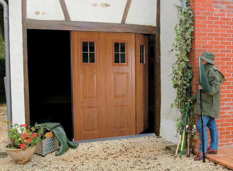 faire poser une porte de garage coulissante lat rale sur. Black Bedroom Furniture Sets. Home Design Ideas