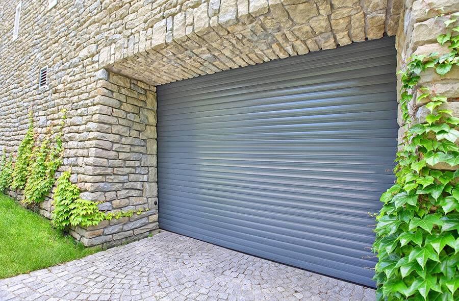Faire installer une porte de garage enroulable verticale sur mesure toulouse menuiseries doumenc - Fabriquer une porte sur mesure ...
