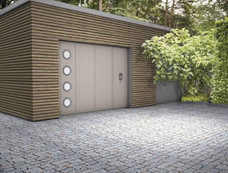 Faire poser une porte de garage sectionnelle lat rale sur mesure avec portillon menuiseries - Fabriquer une porte sur mesure ...