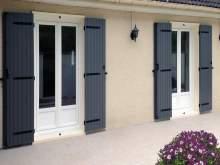 volets battants aluminium lames verticales menuiseries doumenc. Black Bedroom Furniture Sets. Home Design Ideas